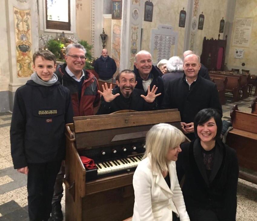 La chiesa di San Nicola di Bari strapiena per il concerto di domenica